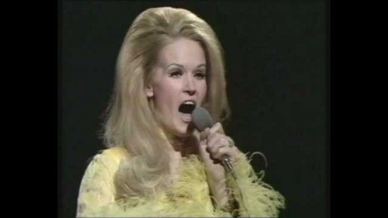 Lynn Anderson I Beg Your Pardon I Never Promised You A Rose Garden BBC Top Of The Pops