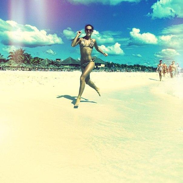 Певица Нюша в купальнике изумила сексуальным фото на пляже