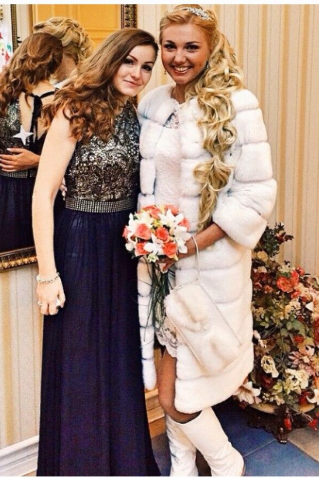 Длинная белая шубка для невесты напрокат