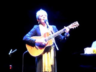 Joan Baez - Blowin' In The Wind (Bob Dylan) Royal Festival Hall, 16/3/2012)