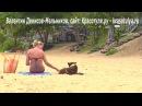 Видео про собак. Женщина и собака. Девушка с собакой видео. Девушка на красивом пляже Тайланда.