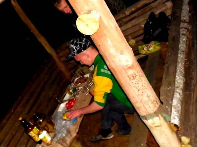 Лето 2014 . шашлыки в лесу возле Быковки на беседке