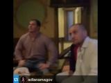 Адлан Амагов наблюдает за боем Майрбек Тайсумов и Алан Патрик, болеет за брата от души.