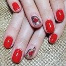 Дизайн красных ногтей с жидкими камнями
