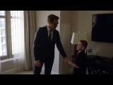 Роберт Дауни мл. в образе Тони Старка дарит мальчику с недоразвитой рукой бионический протез Железного человека.
