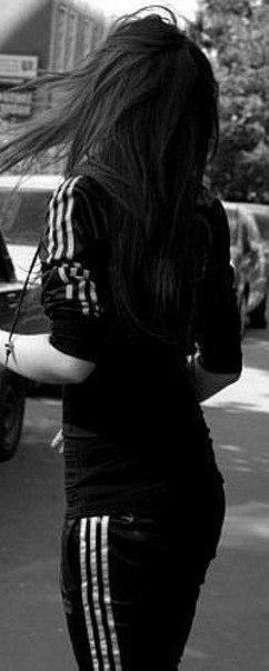 фото со спины девушки брюнетки на аву
