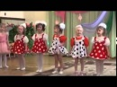 Утренник в детском саду. Дети танцуют, а одна девочка жжёт не по детски.