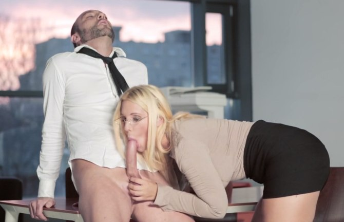 Попка секретарши порадовала шефа