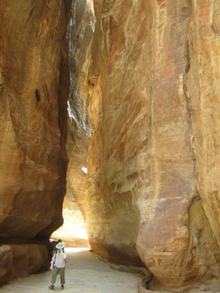 Во время сильной жары в таких узких каньонах