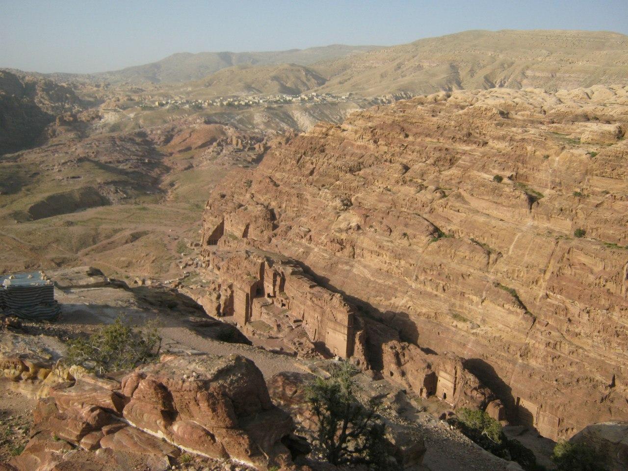 На скале над древним городом Петра