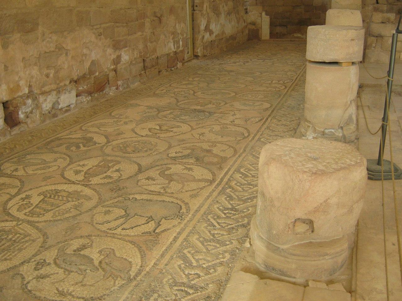 Мозаика в древней церкви в Петре
