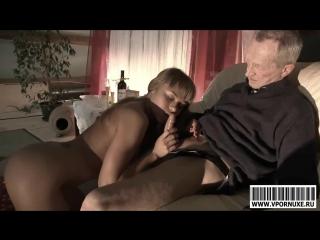 porno-vnuchka-otsasivaet-u-deda