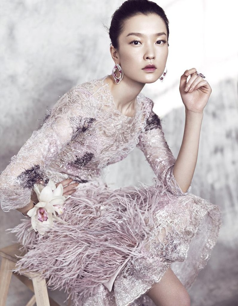 азиатская модель в нежной фотосессии