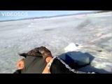 Зимняя рыбалка. Пьяный рыбак на льду. Тюлени отдыхают.