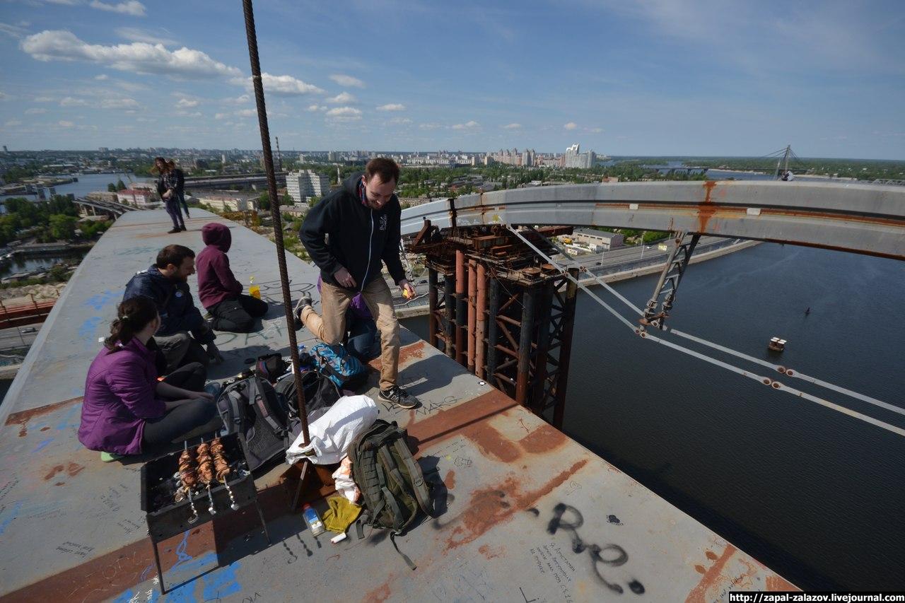 Спасатели ГосЧС сняли женщину с недостроенного Подольско-Воскресенского моста в Киеве - Цензор.НЕТ 9426