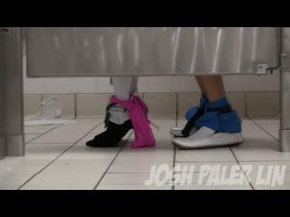 Секс в общественном туалете!Розыгрыш