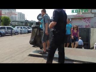 Новая киевская полиция штрафует за курение в общественном месте