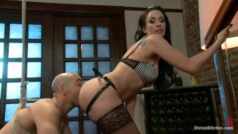 Divine Bitches - строгая госпожа унижает раба / / BDSM / femdom фемдом / mistress / страпон / порно