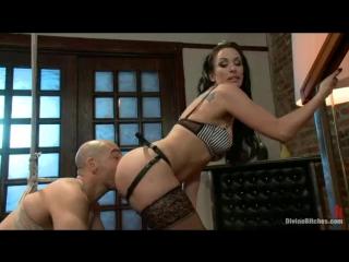 Divine Bitches - строгая госпожа унижает раба / KINK.COM / BDSM / femdom  фемдом / mistress / страпон / порно