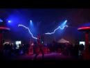 Elektro-tanec - chelovek-molniya. Break-dance хип-хоп акробатические и силовые трюки Танец пластика и мимика пляски. tanec rob