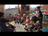 заняття з малюками: пальчикові ігри. До речі, дуже корисна річ для розвитку дитини.
