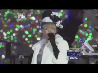 «Run This Town» & «Umbrella» feat. Jay Z live @ «New Years Eve With Carson Daly»