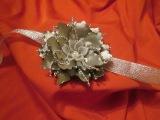 Мастер класс. Новогодний браслет-повязка на руку с цветком из ткани.