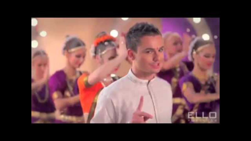 Russian Singing Indian Bollywood Style Song (5sta Family Tuk tuk)
