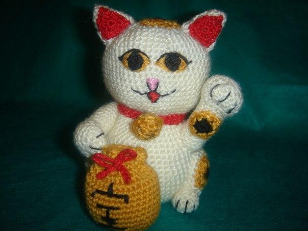 Японский кот удачи Манэки-Неко