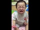 Иногда малыши плачут... смешно. ^^
