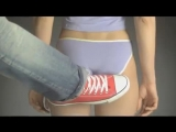 Сексуальный удар по женской попки с ноги. Замедленное действие! Прикол 2015! Секс,интим,порно,авария