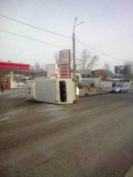 На Московском шоссе в Самаре опрокинулся микроавтобус «Hyundai»  Как с