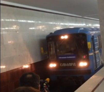 Сегодня в Самаре в 11.00 первые пассажиры опробовали станцию метро