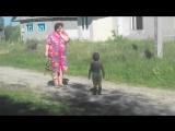 Первый контакт с пришельцами в деревне Уникальные редкие кадры черные человечки учит младенца разговаривать прикол 2013 2014 сту