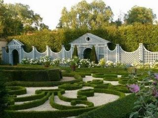 Парк замка Ainay le Vieil. Сад Valerianes. Сад замка Val Joanis. Зачарованные сады