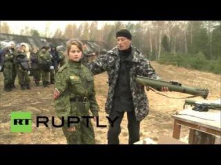 Россия: Метанию ножей девушки впечатление на Амазонки военно молодежных игр.