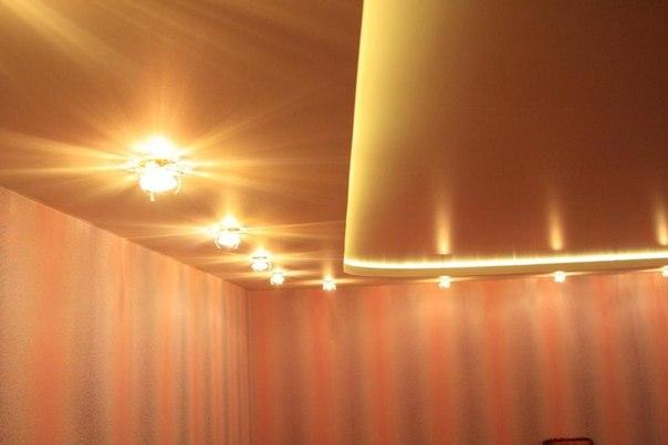 Натяжные потолки в студии фото
