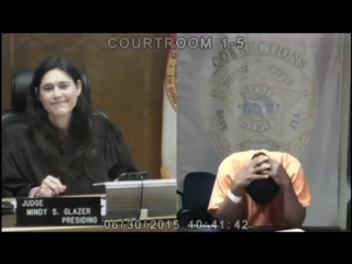 Реакция мужчины, когда судья сообщила ему, что они были одноклассниками