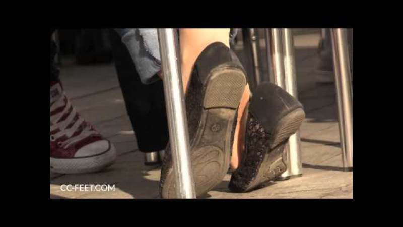 Candid nylon feet in flats, shoeplay and toe scrunching