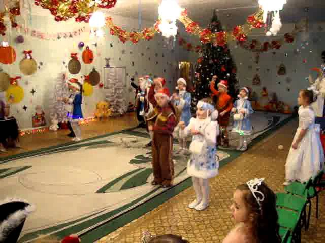 Новогодний танец три белых коня
