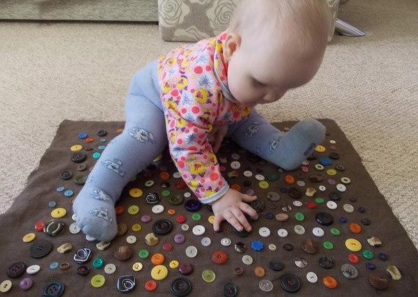Игрушки своими руками для детей до года фото