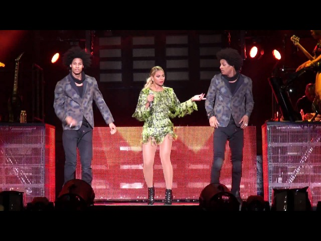 BEYONCE in BRAZIL - Why Don't You Love Me (The Mrs. Carter Show World Tour - São Paulo)