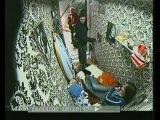 Жинь в лифте