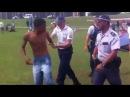 Militante petista sangrando após confusão