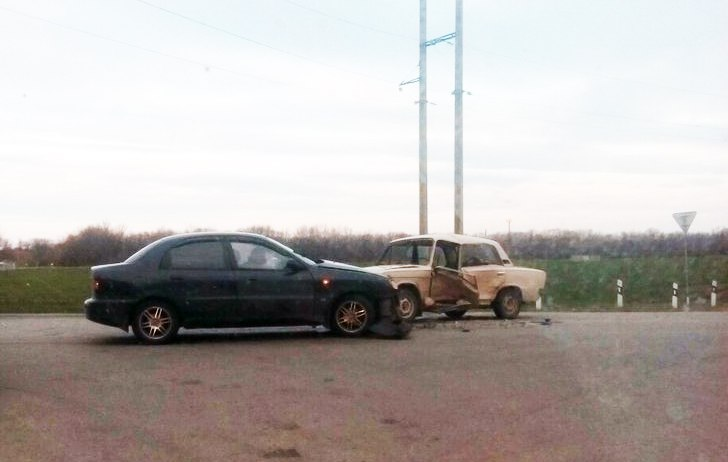 Вчера на трассе «Ростов-Таганрог» напротив поворота в Покровское произошло серьезное ДТП