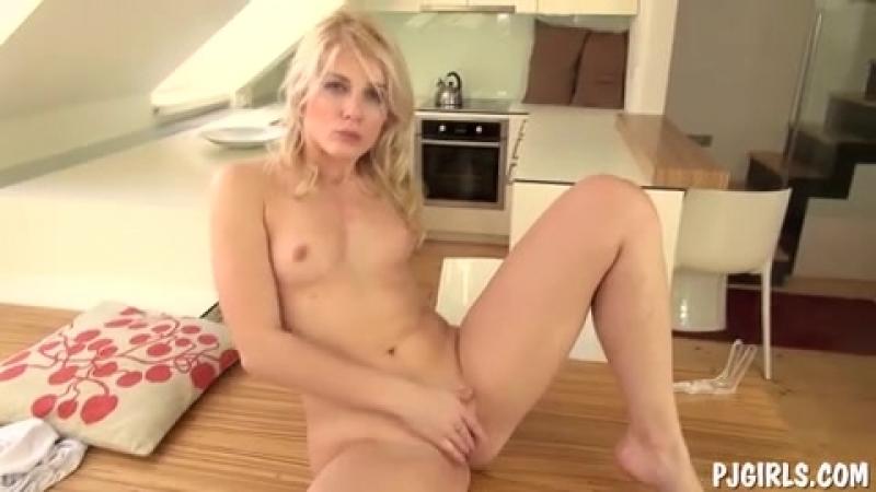 Первый раз довела себя до струйного оргазма фото 302-255