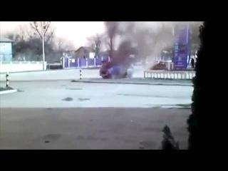 Взрыв МАТЮГИ КИШКИ И ГОЛЫЕ СИСЬКИ СЕПАРАТЮГУ РАСПИДОРАСИЛО Range Rover секретарши главы ДНР/Explosion Range Rover secretary head DNR