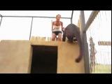 Leoparla Kedi Gibi Oynayan Kız - Dailymotion video
