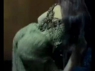 Дагестанка зажигает восточный танец с сигаретой в руках )) Дагестаночка с фигурой почти лезгинку станцевала, двигается супер!