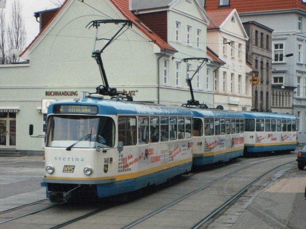 Автобусы перевозят в год около